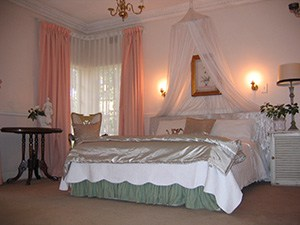 Self Catering Flat | Mary's Room | Bedroom (36M²)